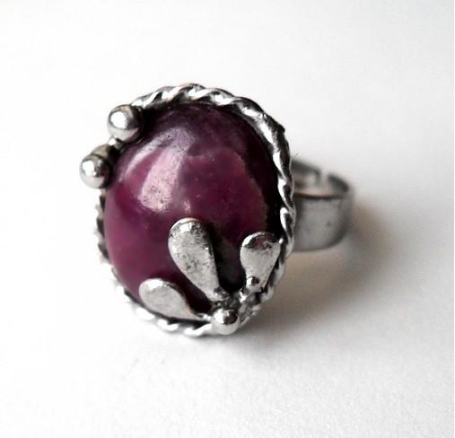 cínovaný prsteň s liečivým polodrahokamom rubínom 8af60db8ed0