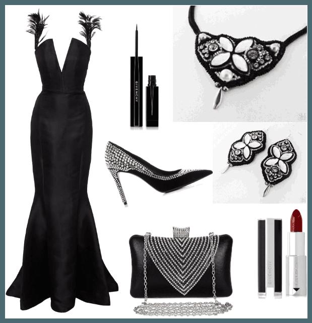 Čierne šaty a šperky na ples